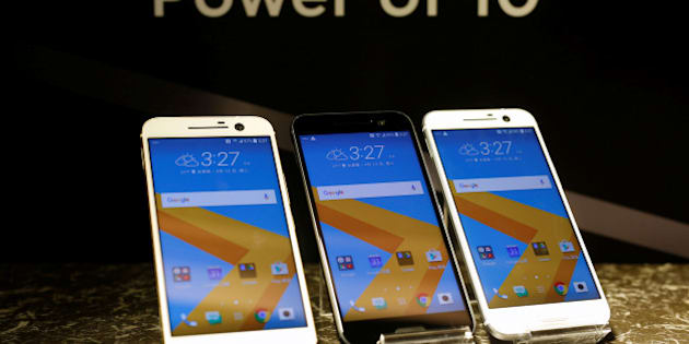 HTC 10 Android-based smartphones are displayed during the launch event in Taitung, Taiwan April 12, 2016. REUTERS/Tyrone Siu