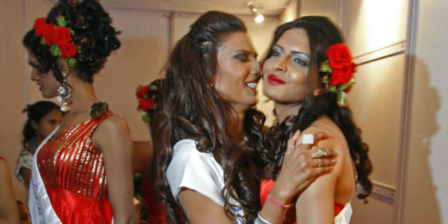 "Contestants pose backstage before the finals of ""Indian Super Queen"", a beauty pageant for the transgender community in Mumbai February 21, 2010. Some 400 contestants from the transgender community across the country participated in the pageant. REUTERS/Arko Datta (INDIA - Tags: SOCIETY)"