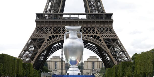 A 12-metre high replica of the Henri Delaunay Trophy is seen ahead of this week's brand and logo presentation of the UEFA EURO 2016, near the Eiffel Tower in Paris June 24, 2013. France will host the EURO 2016 where twenty-four teams are to compete in ten cities from June 10, 2016 through July 10, 2016.  REUTERS/Charles Platiau   (FRANCE - Tags: SPORT SOCCER)