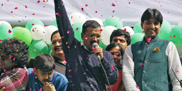 Aam Aadmi (Common Man) Party (AAP) chief and its chief ministerial candidate for Delhi, Arvind Kejriwal (C) addresses his supporters in New Delhi February 10, 2015. The upstart anti-establishment party crushed India's ruling Bharatiya Janata Party (BJP) in an election for the Delhi assembly on Tuesday, smashing an aura of invincibility built around Prime Minister Narendra Modi since he swept to power last year. REUTERS/Adnan Abidi (INDIA - Tags: POLITICS ELECTIONS TPX IMAGES OF THE DAY)
