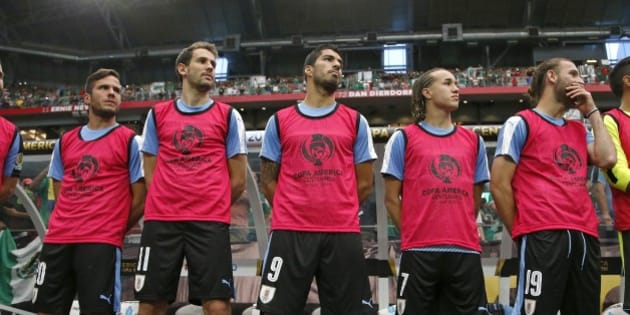 An injured Uruguay forward Luis Suarez (9) stands on the sideline with teammates Alvaro Gonzalez, left, Cristhian Stuani (11), Diego Laxalt (7) and Gaston Silva (19) prior to a Copa America group C soccer match against Mexico at University of Phoenix Stadium Sunday, June 5, 2016, in Glendale, Ariz. (AP Photo/Ross D. Franklin)