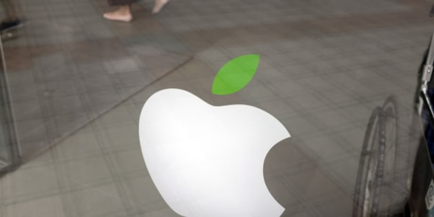BEIJING, CHINA - JUNE 3: (CHINA OUT) An Apple logo is seen on June 3, 2016 in Beijing, China. Apple Inc. was recently listed as an enterprise of serious dishonesty and fined 50,000 yuan (about 7,612 USD dollar) by the Beijing Municipal Bureau of Statistics due to some discrepancies in their financial status and retail status in 2014.  (Photo by VCG/VCG via Getty Images)