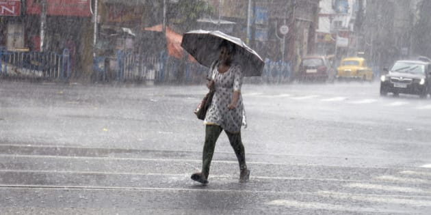 KOLKATA, WEST BENGAL, INDIA - 2016/05/23: Kolkata witnessed good rains during the second half of the day after a hot and humid afternoon. Met department informs that 51mm of rain was recorded in Kolkata this evening. Few streets are water logged due this heavy rain. (Photo by Saikat Paul/Pacific Press/LightRocket via Getty Images)
