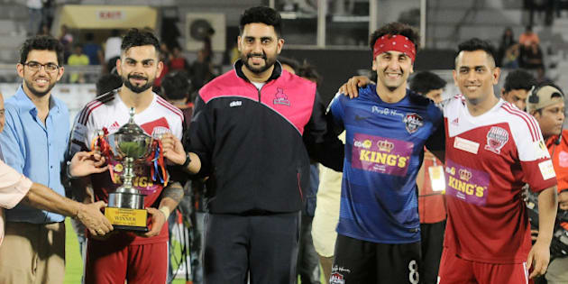 MUMBAI, INDIA JUNE 03:  Virat Kohli, MS Dhoni pose along with Bollywood actors Abhisek Bachchan and Ranbir Kapoor during Clasico 2016 charity football match in Mumbai.(Photo by Milind Shelte/India Today Group/Getty Images)