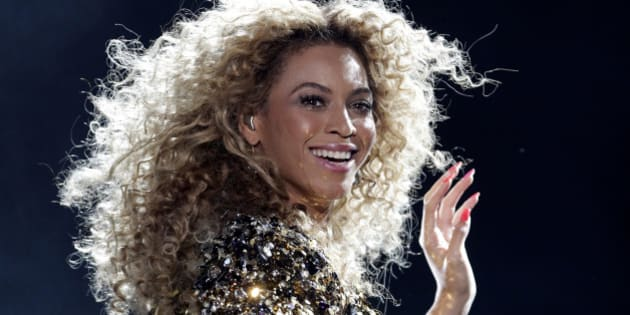 Beyonce performs on the Pyramid stage on the last day of the Glastonbury Festival in Somerset June 26, 2011. REUTERS/Cathal McNaughton (BRITAIN - Tags: ENTERTAINMENT SOCIETY PROFILE)