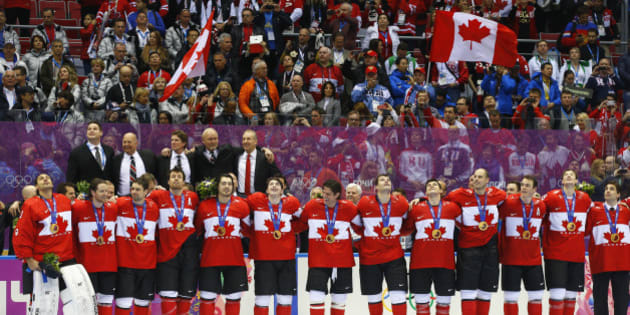 Canada's players sing their national anthem following the medal ceremony after their men's ice hockey gold medal victory over Sweden at the Sochi 2014 Winter Olympic Games February 23, 2014.  REUTERS/Brian Snyder (RUSSIA  - Tags: SPORT ICE HOCKEY OLYMPICS TPX IMAGES OF THE DAY)