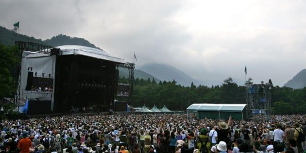 YUZAWA, JAPAN - JULY 26:  People enjoy a concert during the Fuji Rock Festival at Naeba Ski Resort on July 26, 2008 in Yuzawa, Niigata, Japan.  (Photo by Kiyoshi Ota/Getty Images)