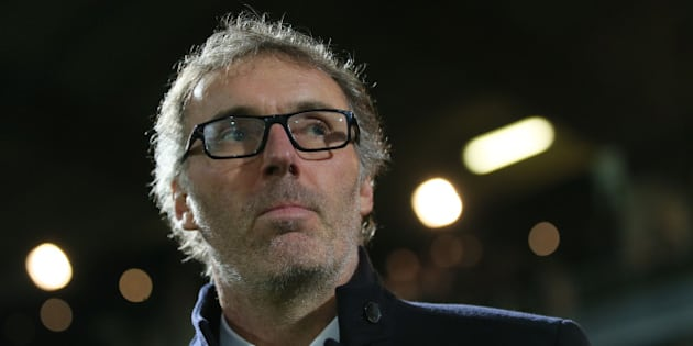 Paris Saint Germain's head coach Laurent Blanc reacts at the start of his French League One soccer match against Angers, Tuesday, Dec. 1, 2015, in Angers, western France. (AP Photo/David Vincent)