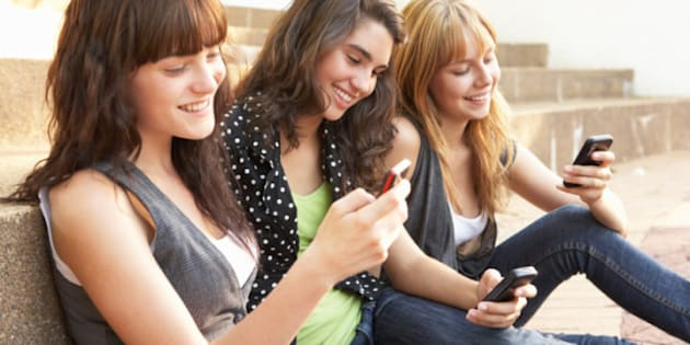 Texting And Lying People More Likely To Be Dishonest While Study Finds