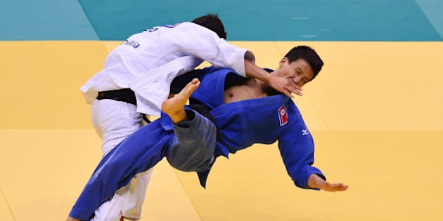 RIO DE JANEIRO, BRAZIL - AUGUST 27:  Yong Sik Choe (blue) of North Korea fights against Lasha Shavdatuashviu of Georgia , in the 66 kg category during the World Judo Championships at Gymnasium Maracanazinho on August 27, 2013 in Rio de Janeiro, Brazil.  (Photo by Buda Mendes/Getty Images)
