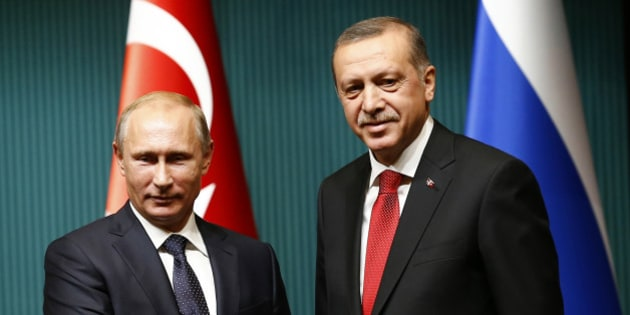 Russia's President Vladimir Putin (L) shakes hands with Turkey's President Tayyip Erdogan after a news conference at the Presidential Palace in Ankara December 1, 2014. REUTERS/Umit Bektas (TURKEY - Tags: POLITICS)