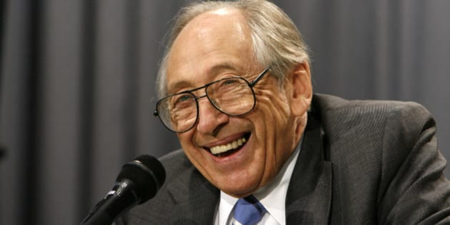 Author and futurist Alvin Toffler delivers a speech to South Korean high school students during a meeting at Posung high school in Seoul June 4, 2007.  REUTERS/Jo Yong-Hak (SOUTH KOREA)