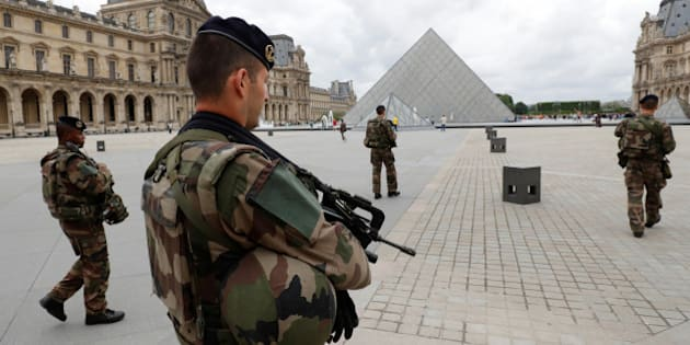 French army soldiers patrol near the Louvre Museum Pyramid's main entrance in Paris, France, June 13, 2016 as the French capital is under high security during the UEFA 2016 European Championship.  REUTERS/Philippe Wojazer