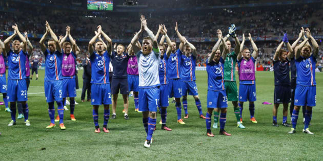 Football Soccer - England v Iceland - EURO 2016 - Round of 16 - Stade de Nice, Nice, France - 27/6/16 Iceland's Aron Gunnarsson and teammates celebrate after the game REUTERS/Michael Dalder Livepic