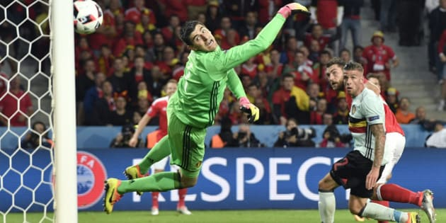 Wales' Sam Vokes, 2nd right, scores his side's third goal past Belgium goalkeeper Thibaut Courtois, left, during the Euro 2016 quarterfinal soccer match between Wales and Belgium, at the Pierre Mauroy stadium in Villeneuve d'Ascq, near Lille, France, Friday, July 1, 2016. (AP Photo/Martin Meissner)