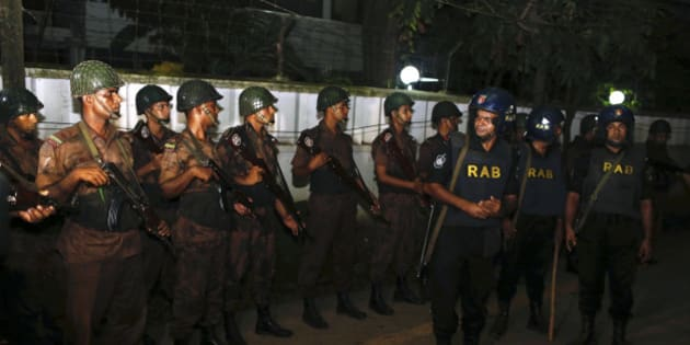 Bangladeshi security personnel cordon off the area after a group of gunmen attacked a restaurant popular with foreigners in a diplomatic zone of the Bangladeshi capital Dhaka, Bangladesh, Friday, July 1, 2016. A group of gunmen attacked the Holey Artisan Bakery in Dhaka's Gulshan area, taking hostages and exchanging gunfire with security forces, according to a restaurant staff member and local media reports. (AP Photo)