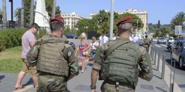 Armed French paratroopers patrol the street to maintain security after French lawmakers approved a six-month extension of emergency rule within France, in Nice  July 21, 2016. REUTERS/Jean-Pierre Amet