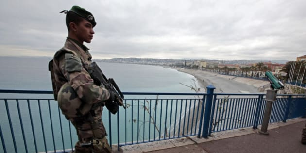"""A French Legionnaire patrols on the Promenade Des Anglais as part of France's Vigipirate national security alert system """"Sentinelle"""" after Paris deadly attacks in Nice, France, January 20, 2016.  REUTERS/Eric Gaillard"""