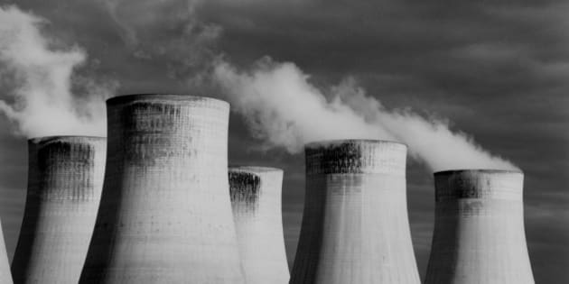 Steaming cooling towers, Ratcliffe Power Station