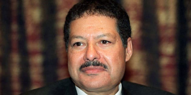 Egypt's Ahmed Zewail, Nobel prize winner for chemistry, poses at a news conference in Stockholm December 7, 1999.  REUTERS/Stringer/File photo   **SWEDEN/NORWAY OUT**NORWAY OUT. NO COMMERCIAL OR EDITORIAL SALES INNORWAY. SWEDEN OUT. NO COMMERCIAL OR EDITORIAL SALES IN SWEDEN