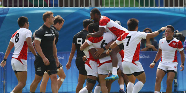 RIO DE JANEIRO, BRAZIL - AUGUST 09:  Japan players celebrate victory after the Men's Rugby Sevens Pool C match between New Zealand and Japan on Day 4 of the Rio 2016 Olympic Games at Deodoro Stadium on August 9, 2016 in Rio de Janeiro, Brazil.  (Photo by David Rogers/Getty Images)