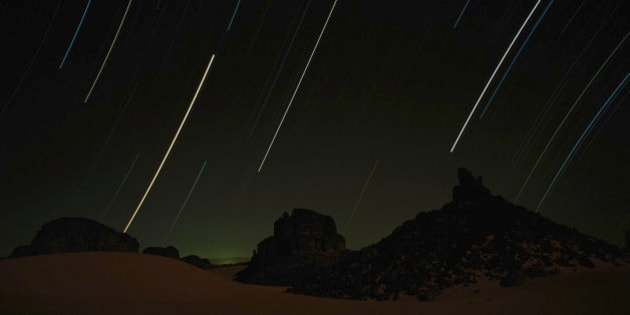 Algerie, Sahara, shooting stars in sky over Tassili N'Adjer rocks