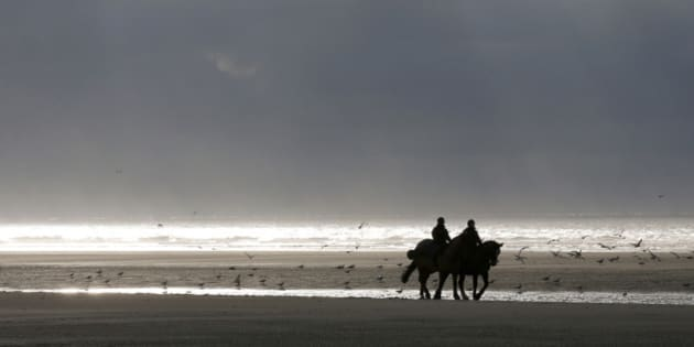 "French mounted police officers patrol on the beach during the ""Quaduro"" endurance race in Le Touquet January 31, 2015. About 1100 motorbike and 600 quad bike riders descend on Le Touquet every year for the event. REUTERS/Pascal Rossignol (FRANCESPORT MOTORSPORT - Tags: SPORT MOTORSPORT ANIMALS)"