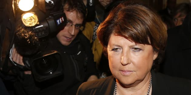Lille Mayor Martine Aubry is surrounded by journalists as she leaves after a meeting at luxury and sports brands group Kering headquarters in Paris, November 12, 2013. French luxury group Kering announced significant job cuts as part of a restructuring at its loss-making La Redoute mail order business, which it is trying to sell.   REUTERS/Benoit Tessier (FRANCE - Tags: POLITICS BUSINESS EMPLOYMENT MEDIA)