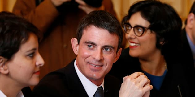 French Prime Minister Manuel Valls (C), French Education Minister Najat Vallaud-Belkacem (L) and Labour Minister Myriam El Khomri (R) attend a meeting with student union leaders on the labour law proposal at Hotel Matignon in Paris, France, April 11, 2016.  REUTERS/Charles Platiau