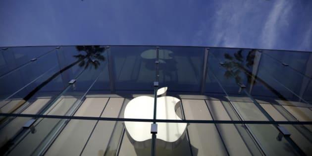 The Apple Store is seen in Santa Monica, California, U.S. February 23, 2016.  REUTERS/Lucy Nicholson/File Photo