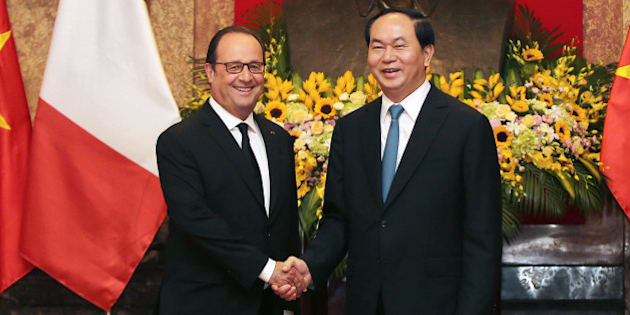 France's President Francois Hollande, and his Vietnamese counterpart Tran Dai Quang shake hands as they pose for media at the Presidential Palace in Hanoi, Vietnam, Tuesday, Sept. 6, 2016. Hollande is on an official visit to Vietnam from Sept. 5-7. (Luong Thai Linh/Pool Photo via AP)