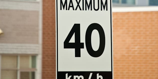 Children at Play and Maximum 40 km/h Signs