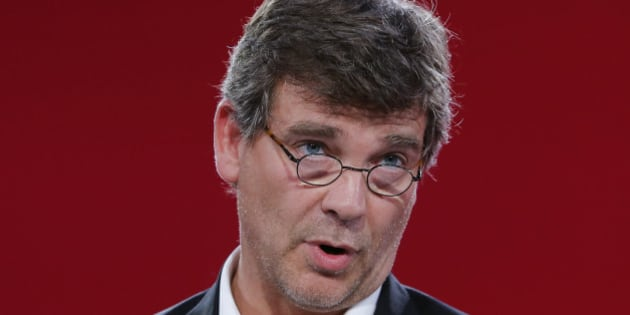 """File photo of French politician Arnaud Montebourg, delivered a speech when he attended the Socialist Party's """"Universite d'ete"""" summer meeting in La Rochelle, France, August 30, 2014. Montebourg, a former Socialist minister, announced his candidacy for the 2017 French presidential elections August 21, 2016.  REUTERS/Stephane Mahe/File Photo"""
