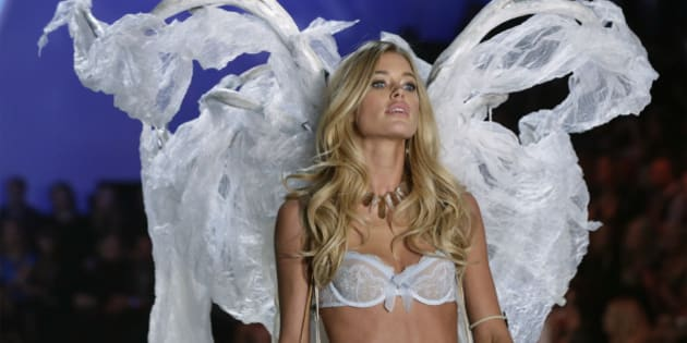 Model Doutzen Kroes presents a creation during the annual Victoria's Secret Fashion Show in New York, November 13, 2013.  REUTERS/Lucas Jackson (UNITED STATES - Tags: ENTERTAINMENT FASHION)