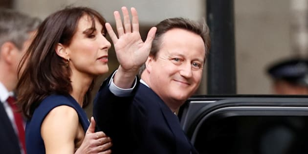 Britain's outgoing Prime Minister, David Cameron with his wife Samantha, waves in front of number 10 Downing Street, on his last day in office as Prime Minister, in central London, Britain July 13, 2016.       REUTERS/Stefan Wermuth/File Photo