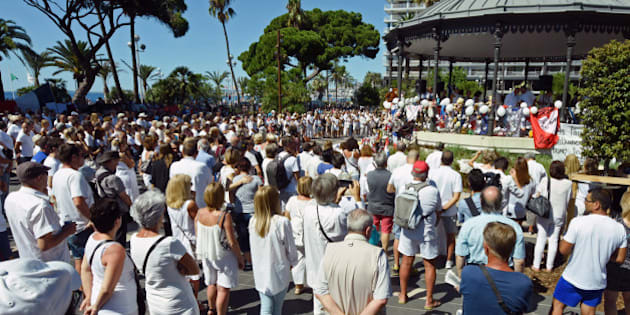 People, including local residents, wear white as they gather to pay respects for the victims of the July 14 attack, at a garden facing Promenade des Anglais, Nice, France, August 7, 2016. REUTERS/Jean-Pierre Amet