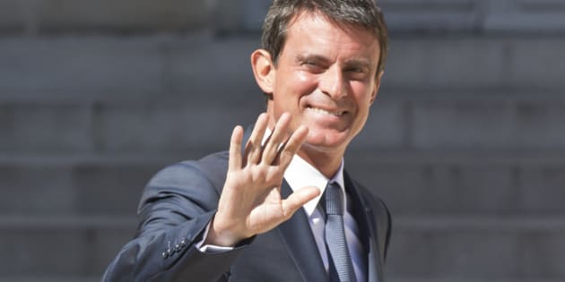 French Prime Minister Manuel Valls waves t the media after the first cabinet meeting since the summer break at the Elysee Palace in Paris, Monday, Aug.22, 2016. (AP Photo/Michel Euler)