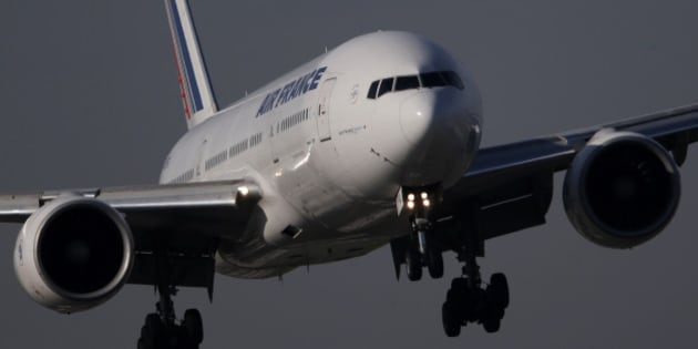 An Air France Boeing 777 aircraft lands at the Charles de Gaulle International Airport in Roissy, near Paris, October 27, 2015. The French unit of Air France-KLM will stick to the use of purely voluntary redundancies, currently estimated at 1,000 in 2016, if it can reach an accord with unions by January. Air France-KLM will report its third-quarter results on October 29.   REUTERS/Christian Hartmann