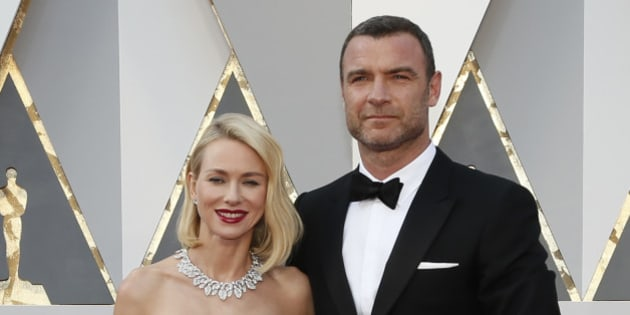 Actors Naomi Watts and husband Liev Schreiber arrive at the 88th Academy Awards in Hollywood, California February 28, 2016.  REUTERS/Lucy Nicholson