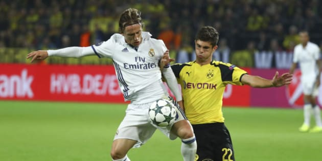Football Soccer - Borussia Dortmund v Real Madrid - UEFA Champions League group stage - Group F - Signal Iduna Park stadium, Dortmund, Germany - 27/09/16 - Real Madrid's Luka Modric and Dortmund's Christian Pulisic in action   REUTERS/Kai Pfaffenbach