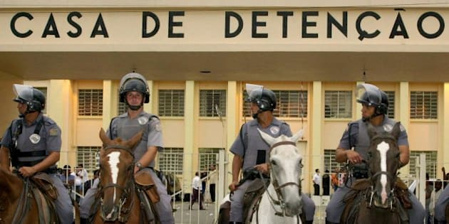 Brazilian mounted police stand guard outside Carandiru Prision in Sao Paulo, Brazil Sunday, Feb. 18, 2001. Rioting prisoners in Brazil's biggest jail took hostage nearly 8,000 guards and visitors, including hundreds of children, in a revolt Sunday that spread to 22 other prisons across the region. (AP Photo/Dado Galdieri)