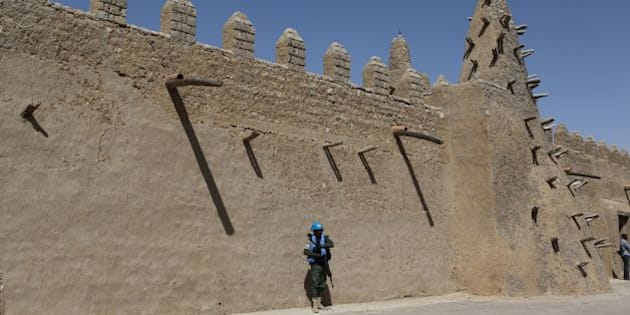A UN peacekeeper walks next to the Djingareyber mosque on February 4, 2016 in Timbuktu. 