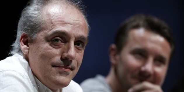 Philippe Poutou (L), Anti-Capitalist Party (NPA) candidate for the 2012 French presidential election, and Olivier Besancenot, a Party member, attend a political rally in Paris, April 12, 2012. REUTERS/Gonzalo Fuentes (FRANCE - Tags: POLITICS ELECTIONS)