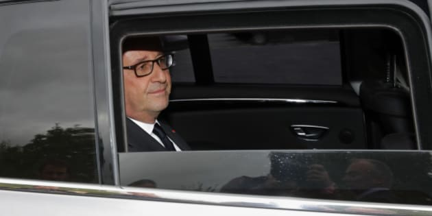 French President Francois Hollande is seen in his car as he leaves after the inauguration of the rebuilt groupe Michel Catalano printing house where brothers Kouachi, Charlie Hebdo's attackers, were trapped and killed, in Dammartin-en-Goele, France, September 29, 2016. REUTERS/Philippe Wojazer