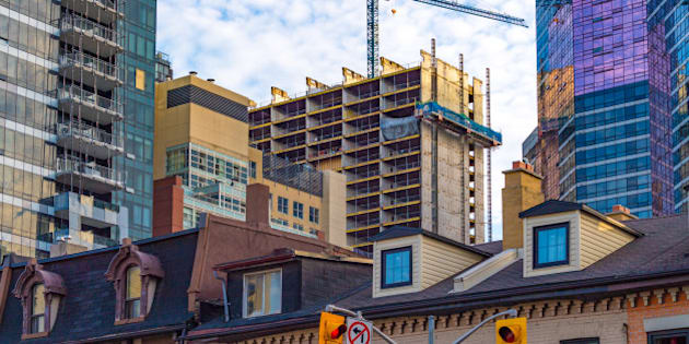 TORONTO, ONTARIO, CANADA - 2016/06/04: Contruction boom in real estate market. The housing market is hot in Toronto provoking a construction boom in the city. Construction crane next to the building. (Photo by Roberto Machado Noa/LightRocket via Getty Images)