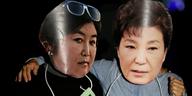 Protesters wearing cut-out of South Korean President Park Geun-hye (R) and Choi Soon-sil attend a protest denouncing President Park Geun-hye over a recent influence-peddling scandal in central Seoul, South Korea, October 27, 2016.  REUTERS/Kim Hong-Ji