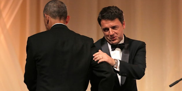 U.S. President Barack Obama and Italian Prime Minister Matteo Renzi hug during an exchange of toasts during a State Dinner at White House in Washington, U.S., October 18, 2016. REUTERS/Joshua Roberts     TPX IMAGES OF THE DAY