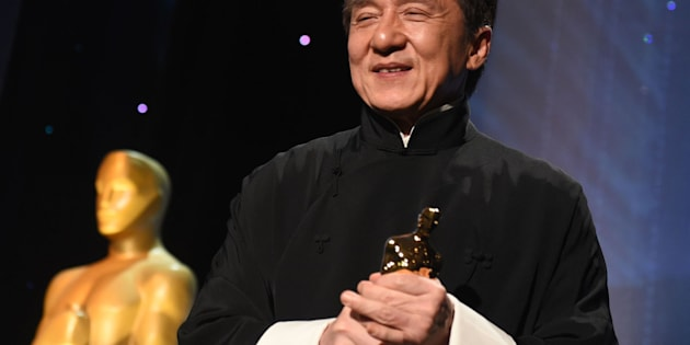 Honoree Jackie Chan poses with his Honorary Oscar Award during the 8th Annual Governors Awards hosted by the Academy of Motion Picture Arts and Sciences at the Hollywood & Highland Center in Hollywood, California on November 12, 2016. / AFP / Robyn Beck        (Photo credit should read ROBYN BECK/AFP/Getty Images)