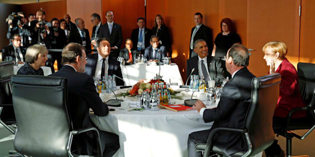 British Prime Minister Theresa May, Spanish Prime Minister Mariano Rajoy, Italian Prime Minister Matteo Renzi, U.S. President Barack Obama, French President Francois Hollande and German Chancellor Angela Merkel meet at the German Chancellery in Berlin, Germany November 18, 2016. REUTERS/Kevin Lamarque