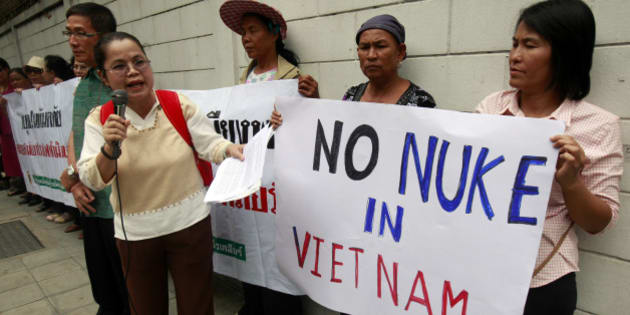 Anti-nuclear activists hold placards during a protest outside the Vietnamese embassy in Bangkok April 26, 2011. Vietnam plans to start the construction of a nuclear plant in 2014 in its Ninh Thuan province, only 800 kilometres (497 miles) away from the northeastern Thai province Ubon Ratchathani.  REUTERS/Chaiwat Subprasom  (THAILAND - Tags: POLITICS ENERGY CIVIL UNREST)